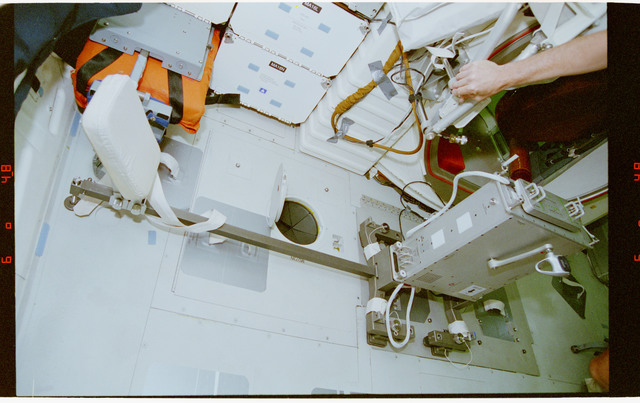STS077-335-001 - STS-077 - View of ergometer assembled on the Endeavour's middeck