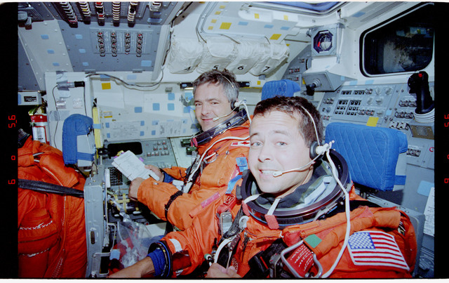 STS077-373-016 - STS-077 - Entry day activities for the STS-77 crew