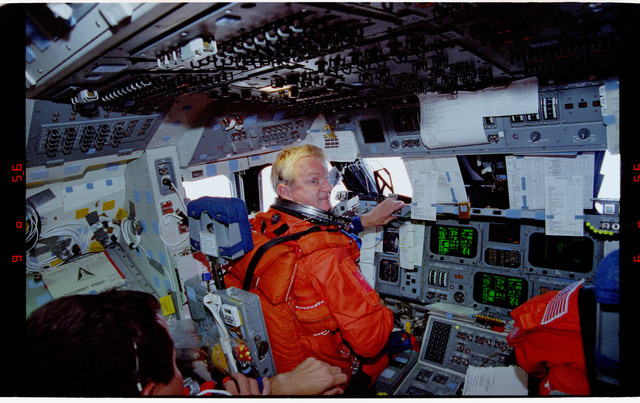 STS077-373-017 - STS-077 - Entry day activities for the STS-77 crew