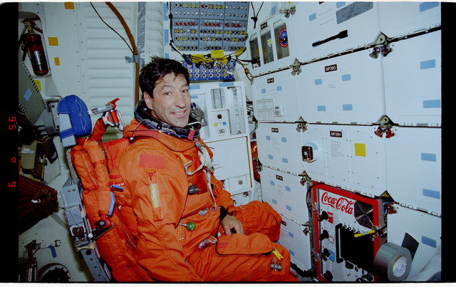 STS077-373-020 - STS-077 - Entry day activities for the STS-77 crew