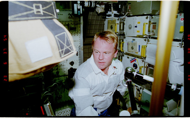STS077-392-016 - STS-077 - Astronaut Thomas floats in the Spacehab module