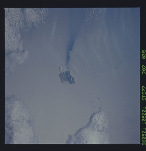 STS077-707-035 - STS-077 - Earth observations taken during STS-77 mission