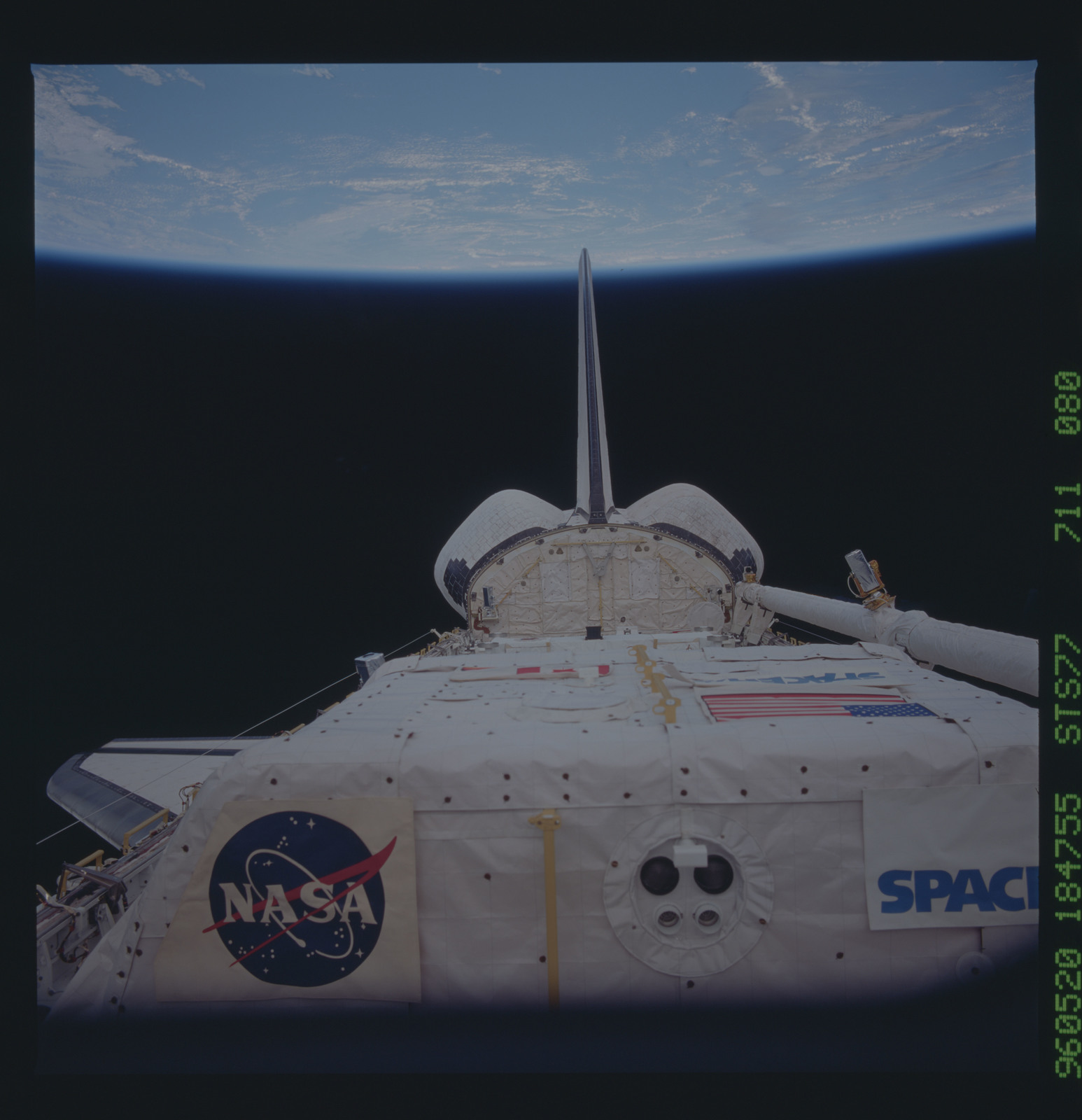 STS077-711-080 - STS-077 - View of the Endeavour's payload bay after release of SPARTAN satellite
