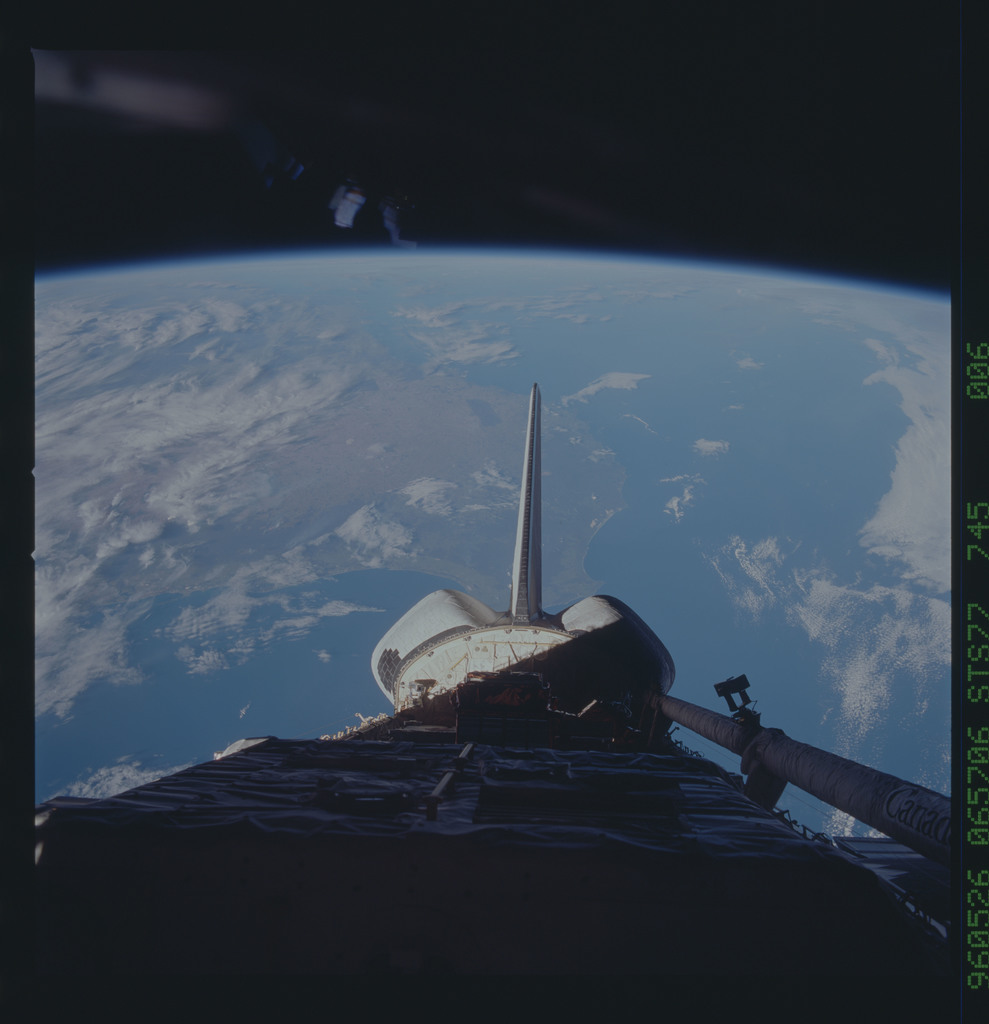 STS077-745-006 - STS-077 - View of the Endeavour's payload bay