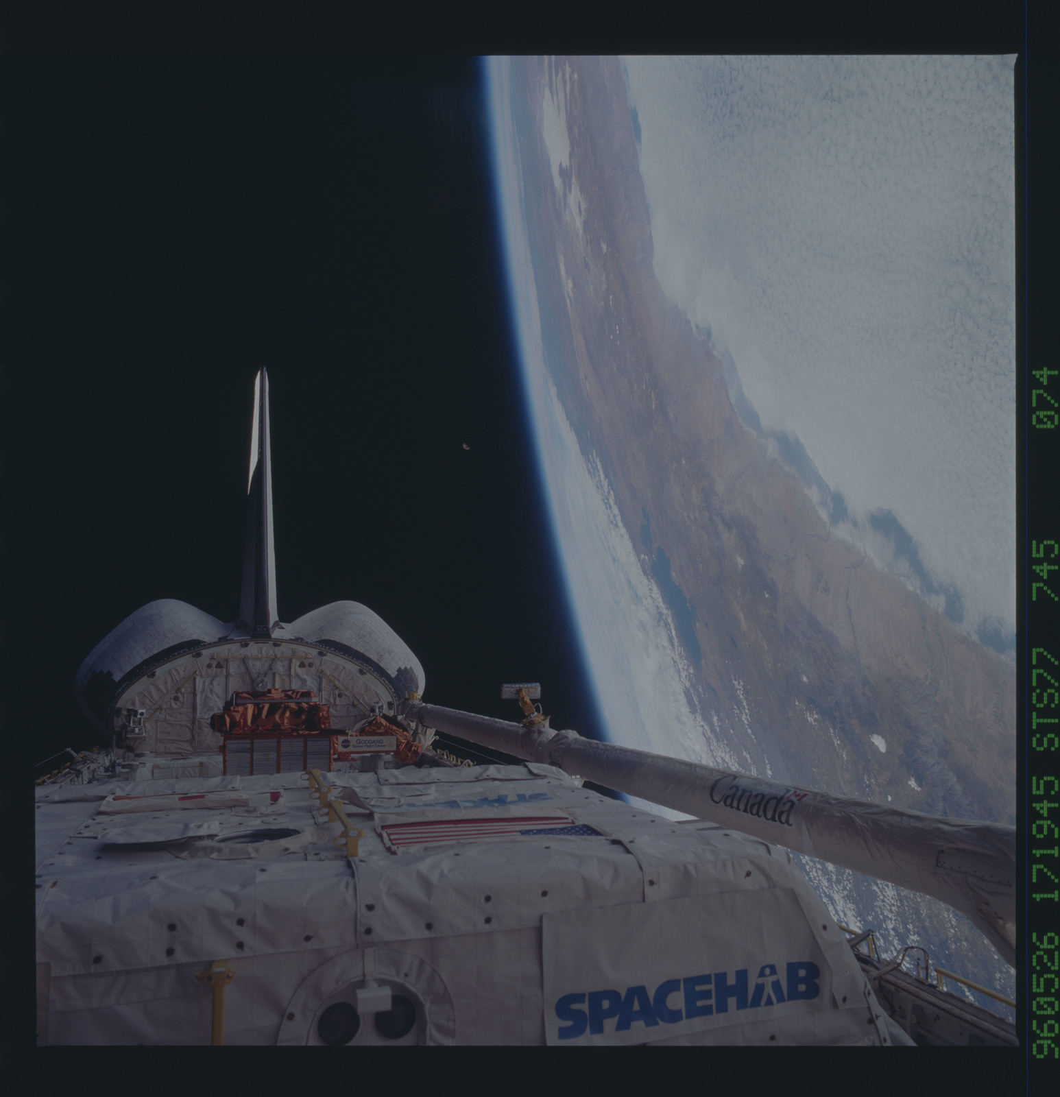 STS077-745-074 - STS-077 - View of the Endeavour's payload bay