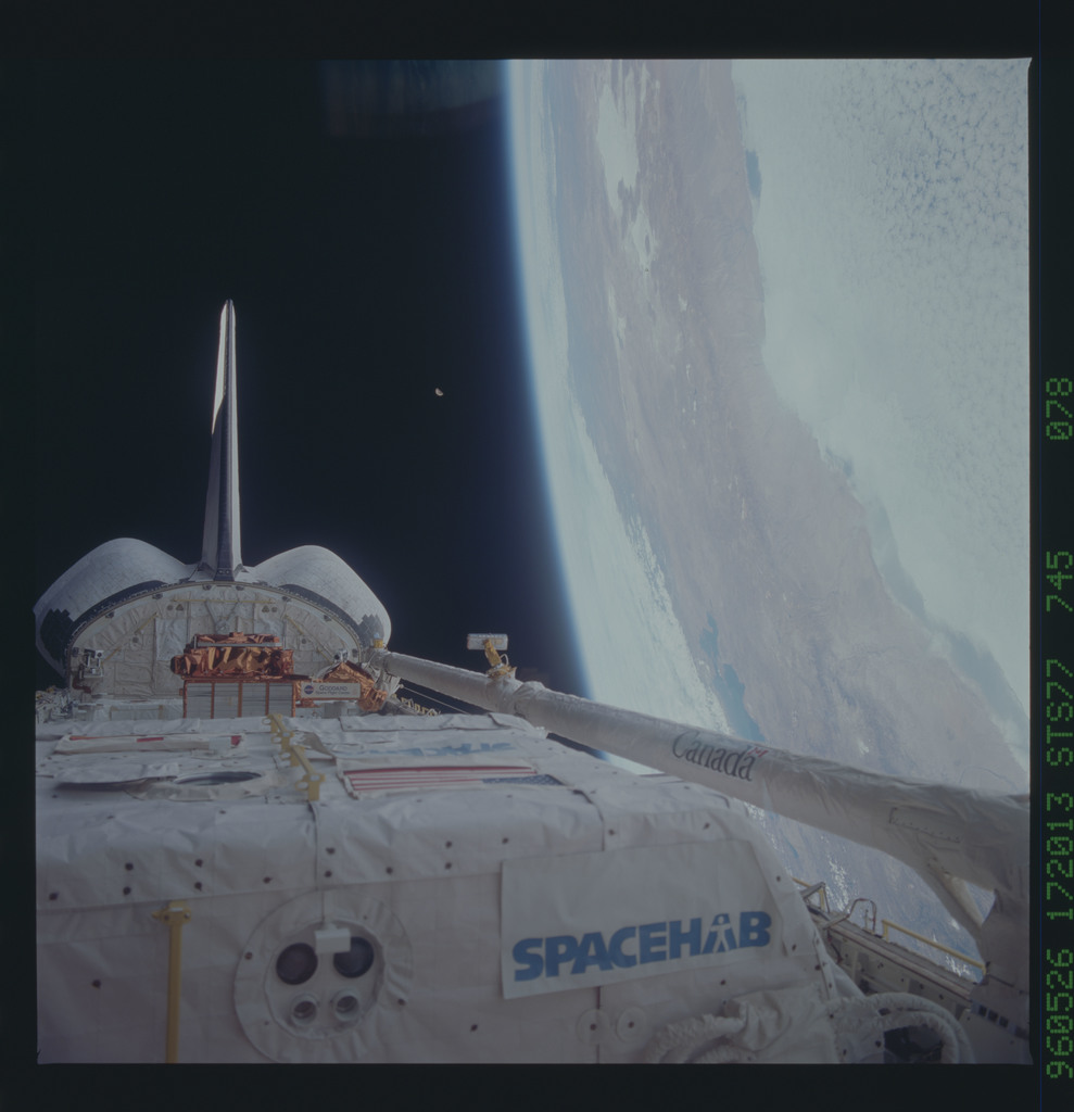 STS077-745-078 - STS-077 - View of the Endeavour's payload bay