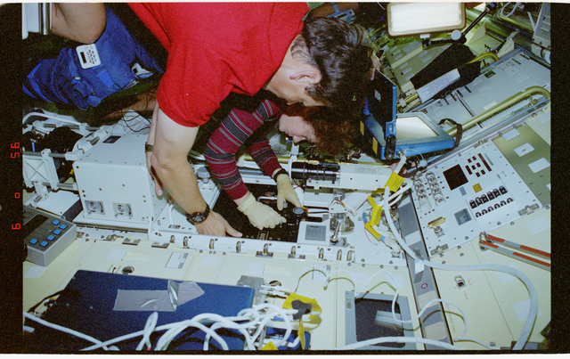 STS078-306-037 - STS-078 - BDPU, Helms places new test chamber into experiment module in LMS-1 Spacelab