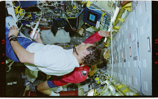 STS078-362-002 - STS-078 - TVD, Favier uses handgrip dynamometer during LMS-1 mission