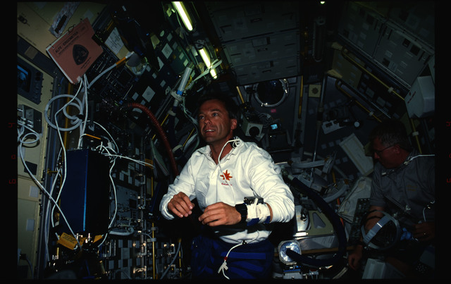 STS078-404-017 - STS-078 - Thirsk floats in the Spacelab