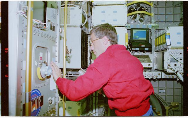 STS079-301-006 - STS-079 - ETTF - Extreme Temperature Translation Furnace