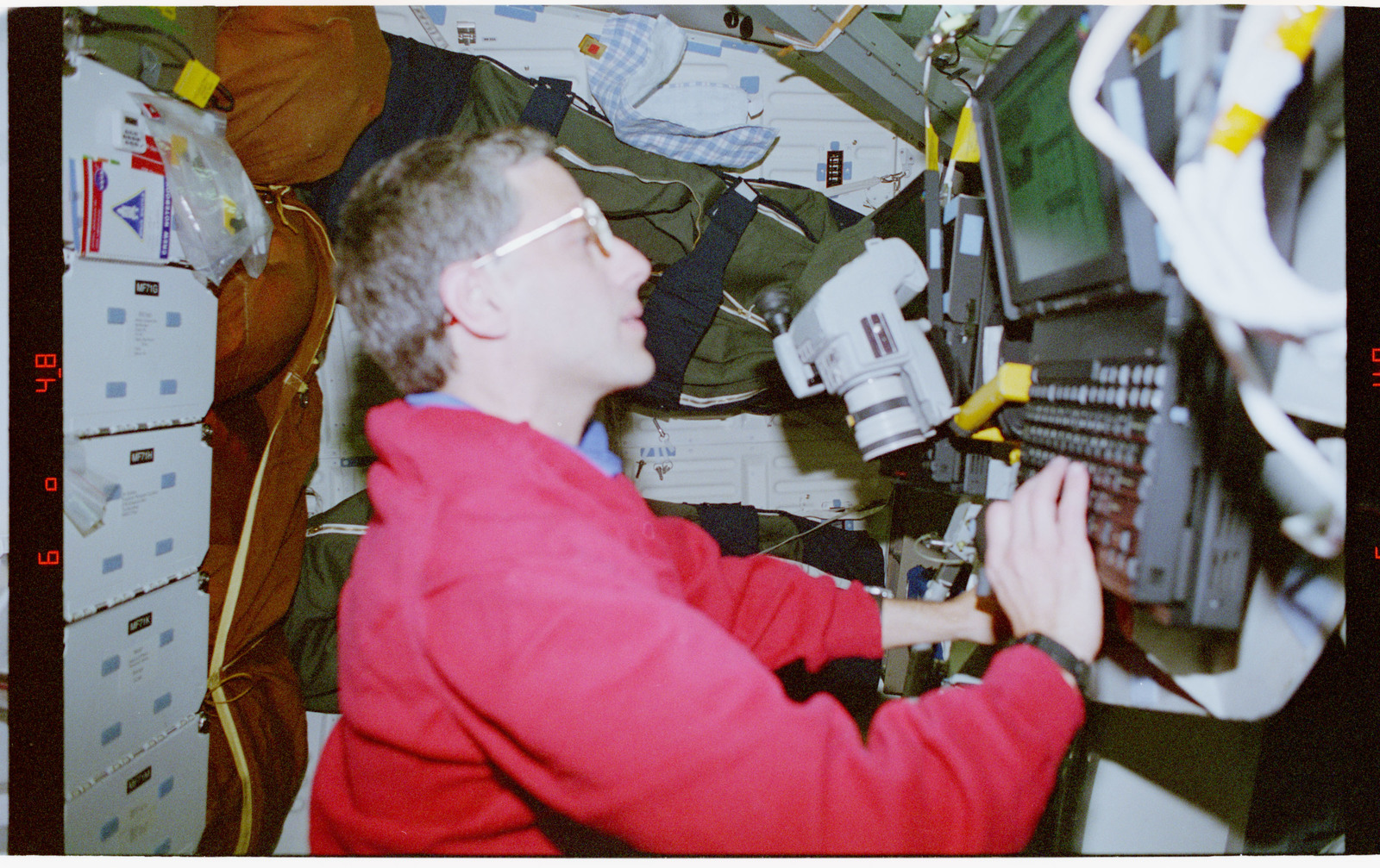 STS079-302-007 - STS-079 - STS-79 crew activities on Atlantis and in the Spacehab