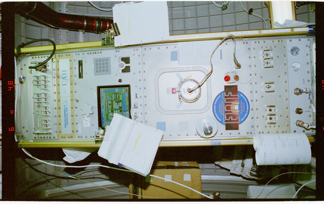 STS079-309-003 - STS-079 - ETTF - Extreme Temperature Translation Furnace