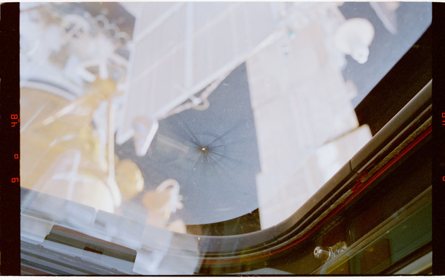 STS079-323-007 - STS-079 - View of damage to aft flight deck windows on shuttle Atlantis