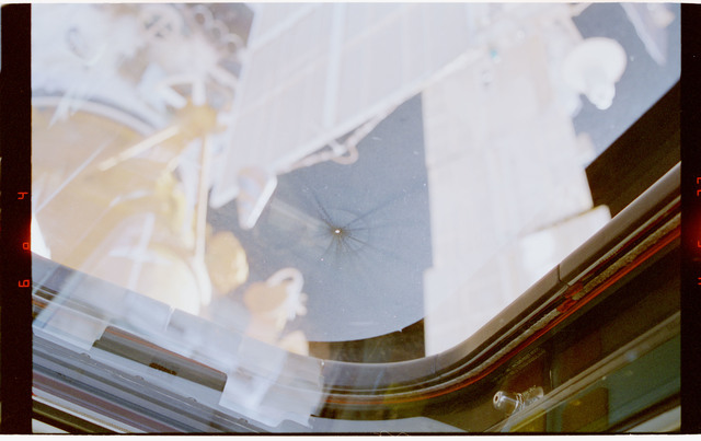 STS079-323-009 - STS-079 - View of damage to aft flight deck windows on shuttle Atlantis