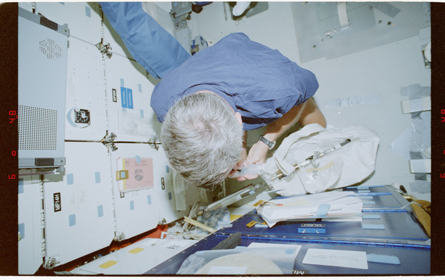STS079-330-018 - STS-079 - Astronaut Wilcutt prepares for water transfer