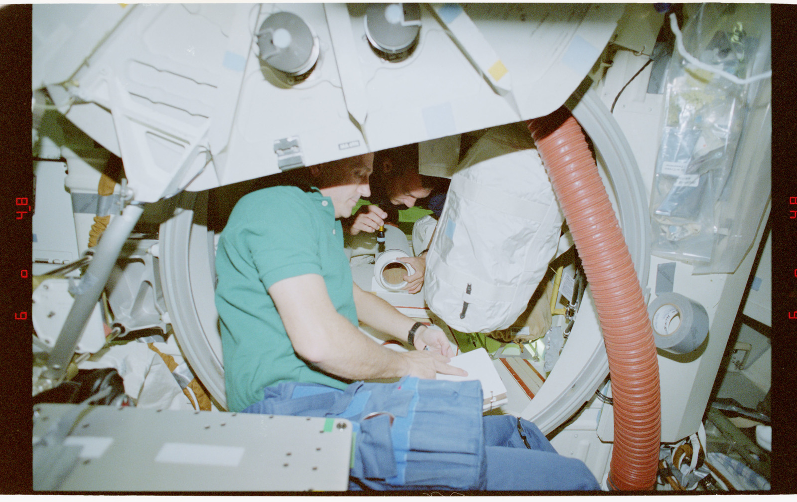 STS079-330-029 - STS-079 - STS-79 crew activities on the middeck