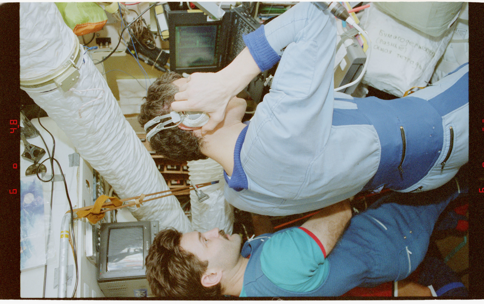 STS079-336-033 - STS-079 - STS-79 and Mir 22 crew activities in Mir space station
