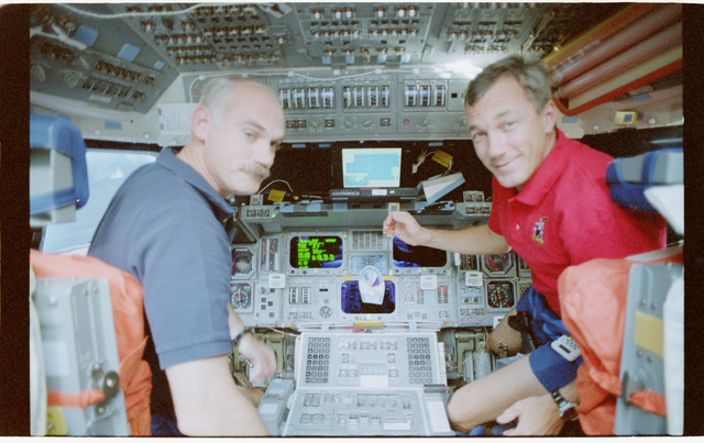 STS079-341-007 - STS-079 - Astronauts Readdy and Wilcutt on the forward flight deck