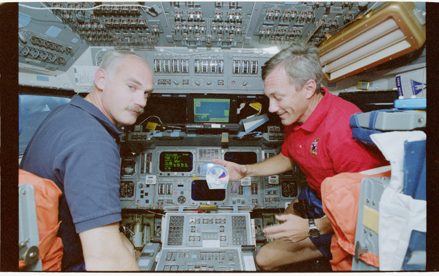 STS079-341-008 - STS-079 - Astronauts Readdy and Wilcutt on the forward flight deck