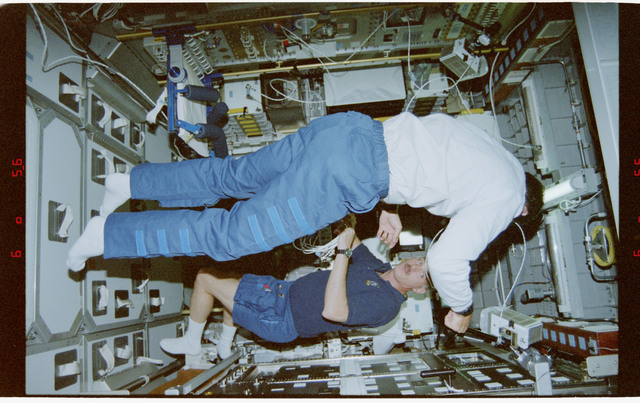 STS079-342-022 - STS-079 - STS-79 crew activities in the Spacehab module and the transfer tunnel