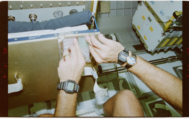 STS079-344-027 - STS-079 - RME 1312 - Real-Time Radiation Monitor experiment