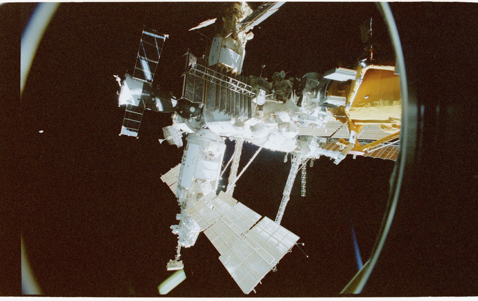 STS079-347-006 - STS-079 - Views of the Mir space station modules