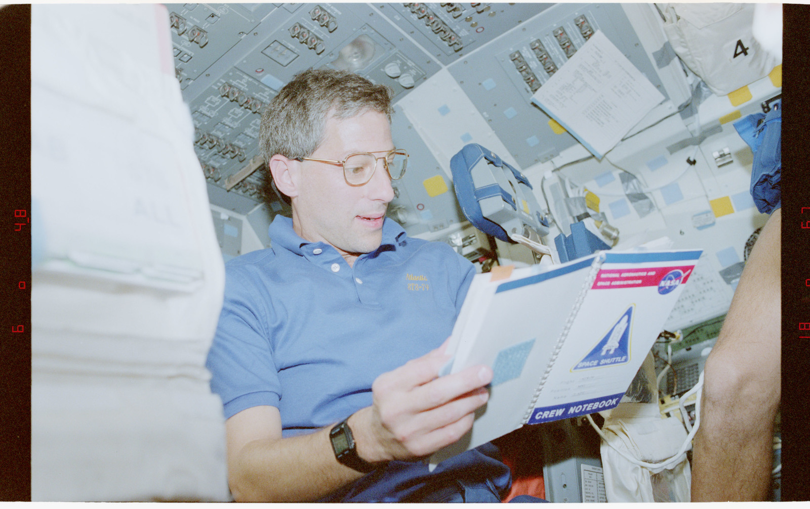 STS079-348-024 - STS-079 - STS-79 crew activities on the flight deck