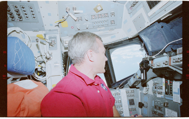 STS079-351-010 - STS-079 - Astronaut Wilcutt at commander's station on forward flight deck