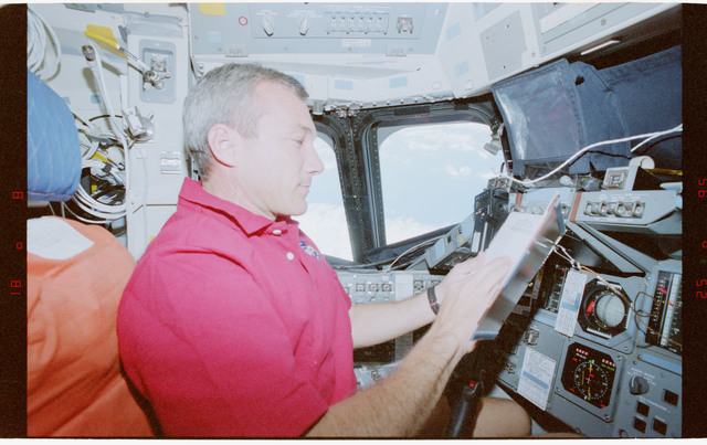 STS079-351-011 - STS-079 - Astronaut Wilcutt at commander's station on forward flight deck
