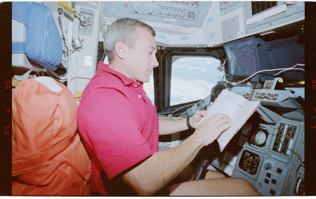 STS079-351-012 - STS-079 - Astronaut Wilcutt at commander's station on forward flight deck