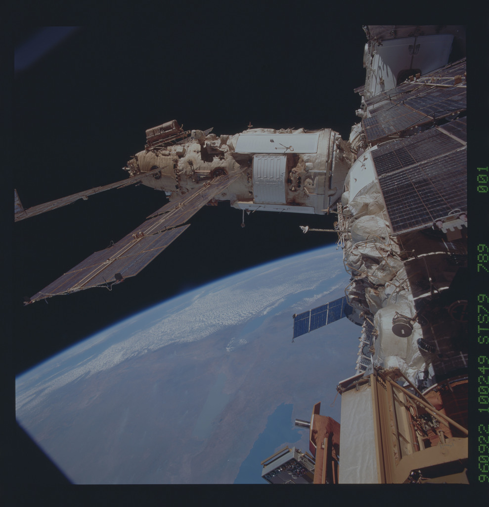STS079-789-001 - STS-079 - Survey views of the Mir space station