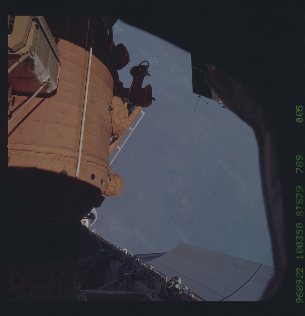 STS079-789-005 - STS-079 - Survey views of the Mir space station