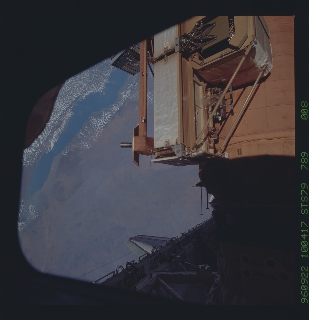 STS079-789-008 - STS-079 - Survey views of the Mir space station