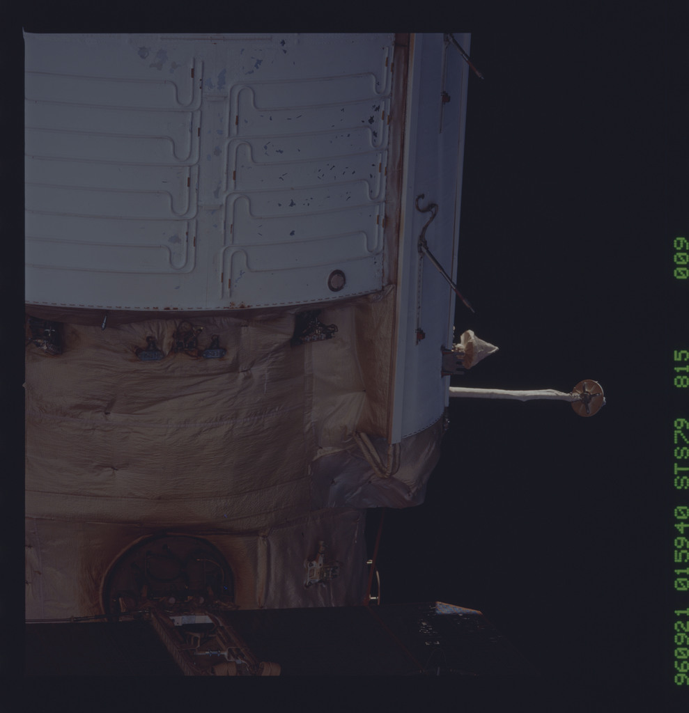 STS079-815-009 - STS-079 - Survey views of the Mir space station