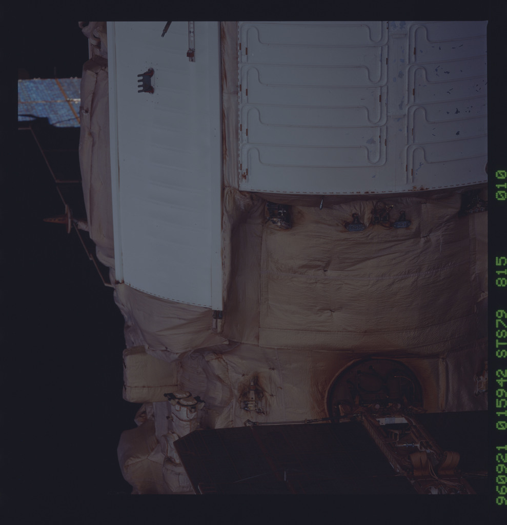 STS079-815-010 - STS-079 - Survey views of the Mir space station