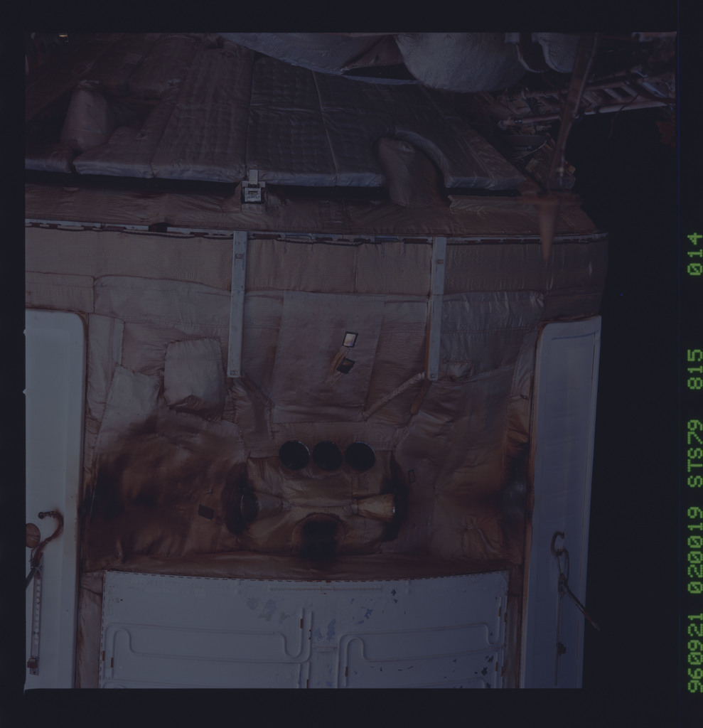 STS079-815-014 - STS-079 - Survey views of the Mir space station