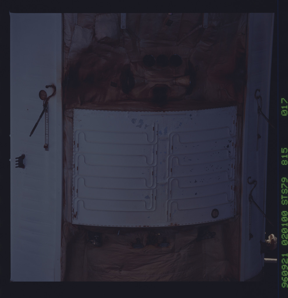 STS079-815-017 - STS-079 - Survey views of the Mir space station