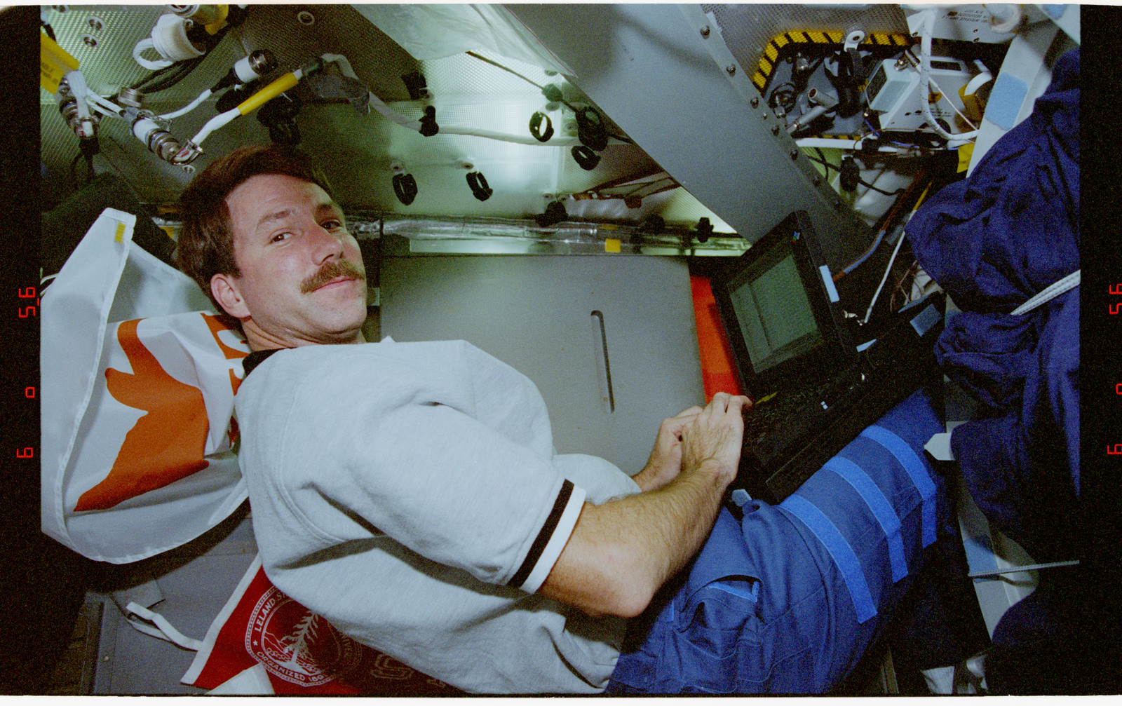 STS080-312-014 - STS-080 - Crewmember activities in the shuttle middeck