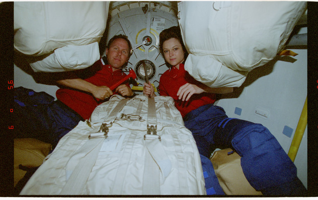 STS080-317-014 - STS-080 - Mission Specialists Jones and Jernigan pose for photos in airlock