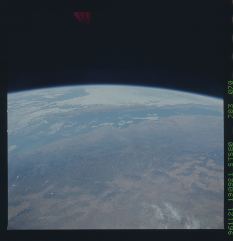 STS080-703-070 - STS-080 - Earth observations taken from Space Shuttle Columbia during STS-80 mission