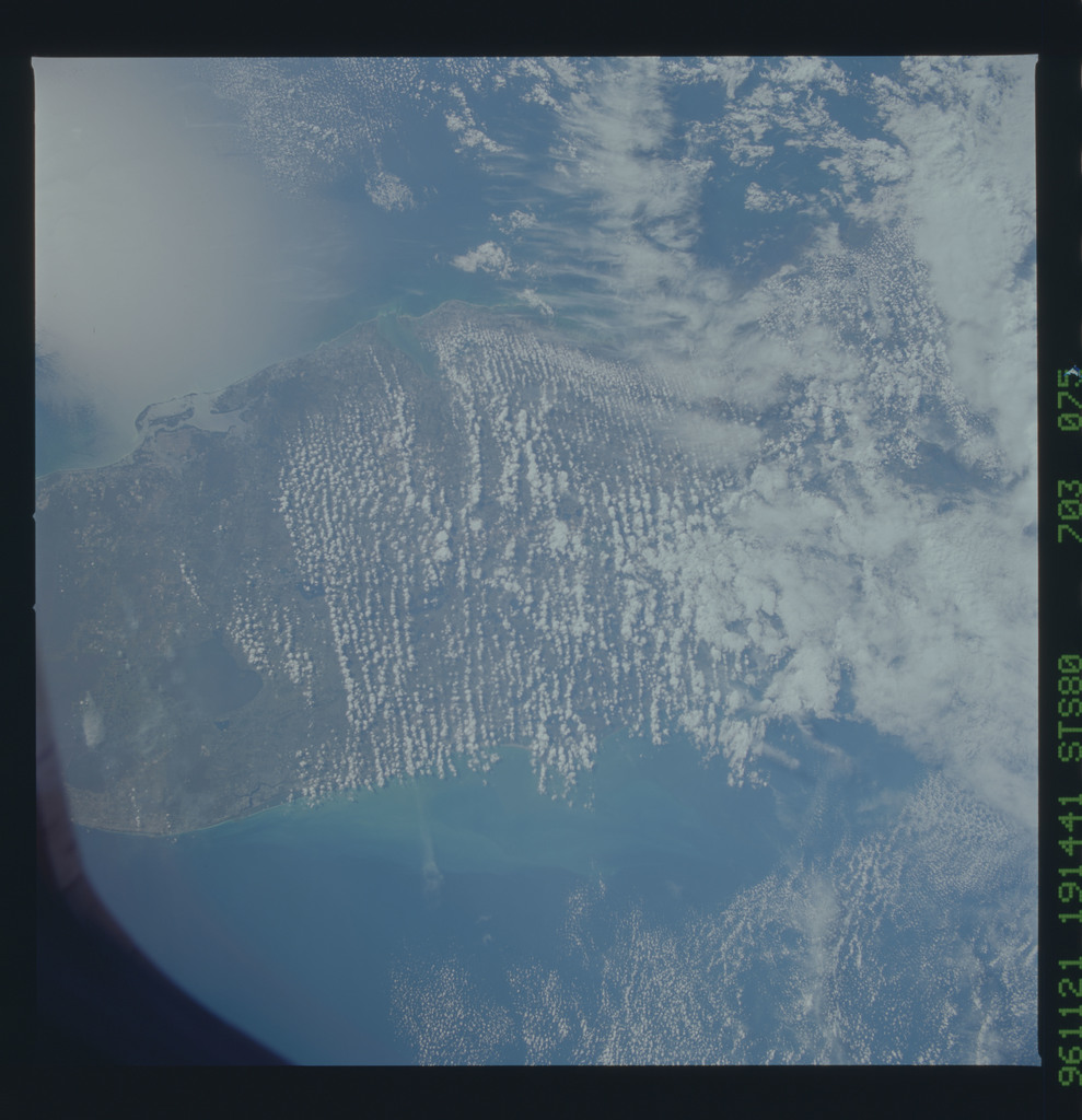 STS080-703-075 - STS-080 - Earth observations taken from Space Shuttle Columbia during STS-80 mission