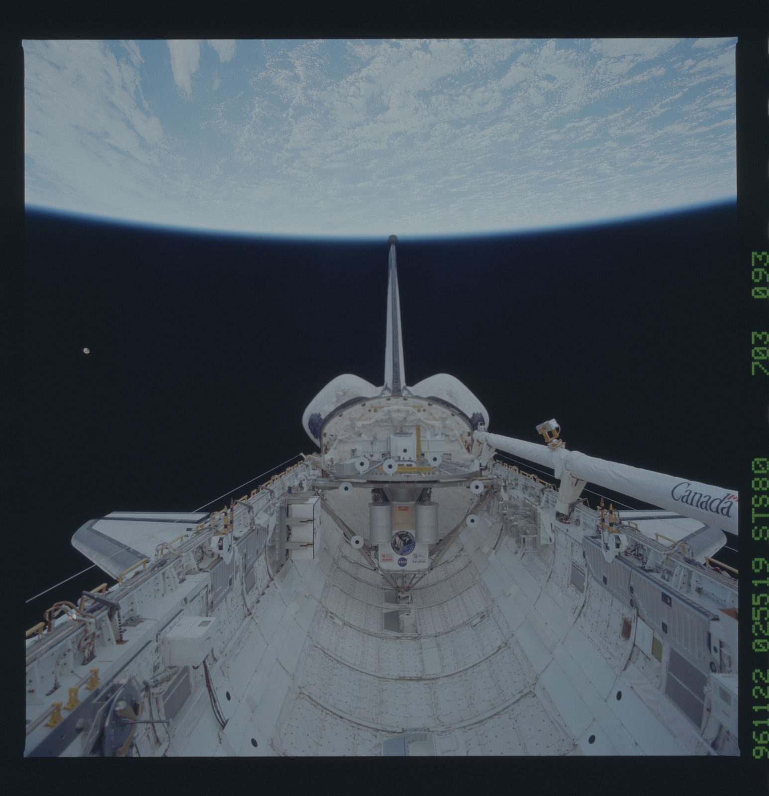 STS080-703-093 - STS-080 - View of the payload bay with shuttle tail pointing at the Earth limb