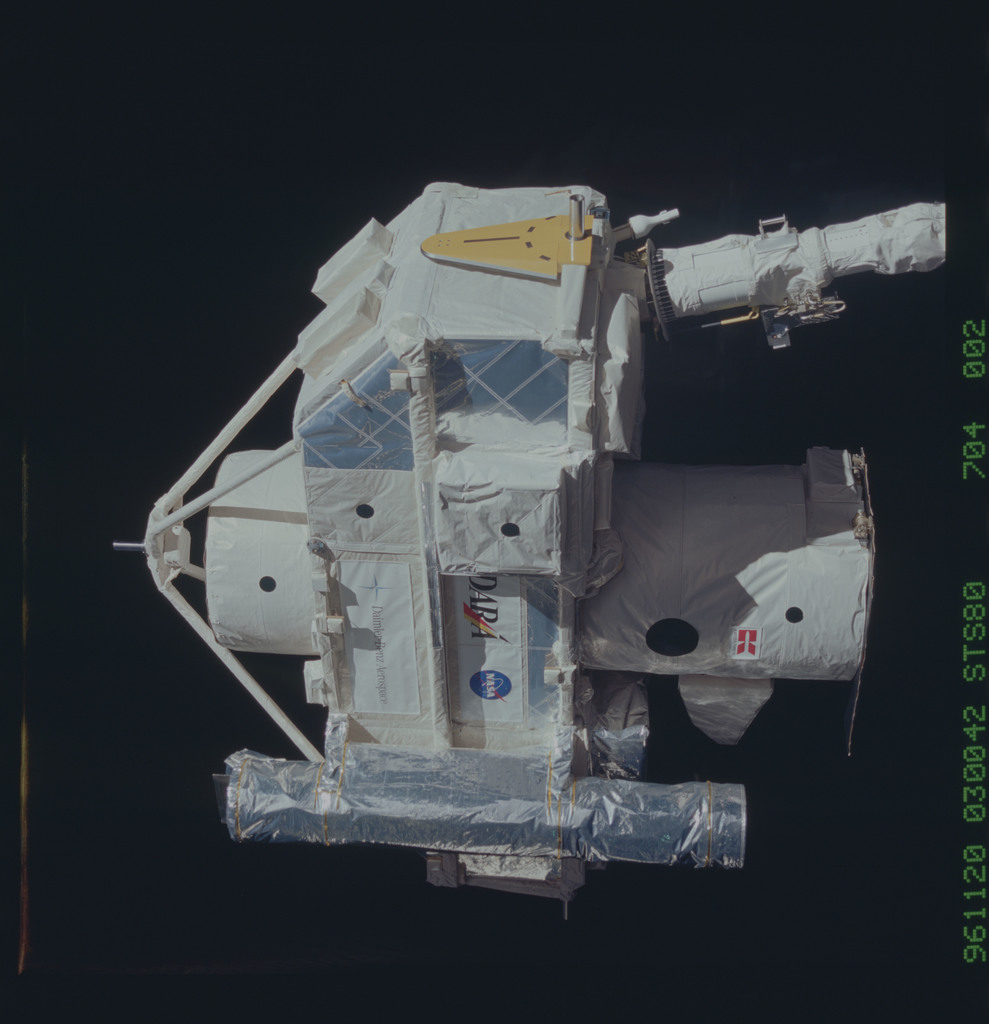 STS080-704-002 - STS-080 - ORFEUS-SPAS, deployment on end of RMS arm