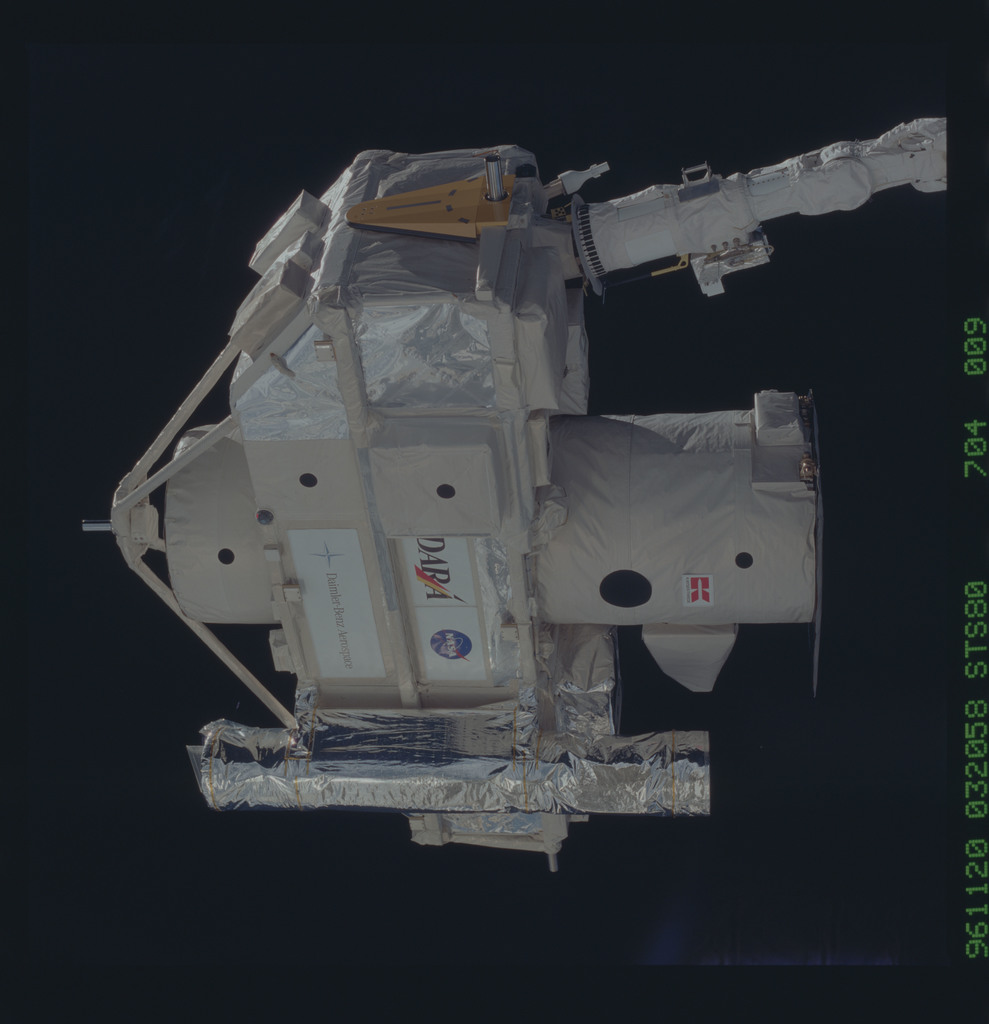 STS080-704-009 - STS-080 - ORFEUS-SPAS, deployment on end of RMS arm
