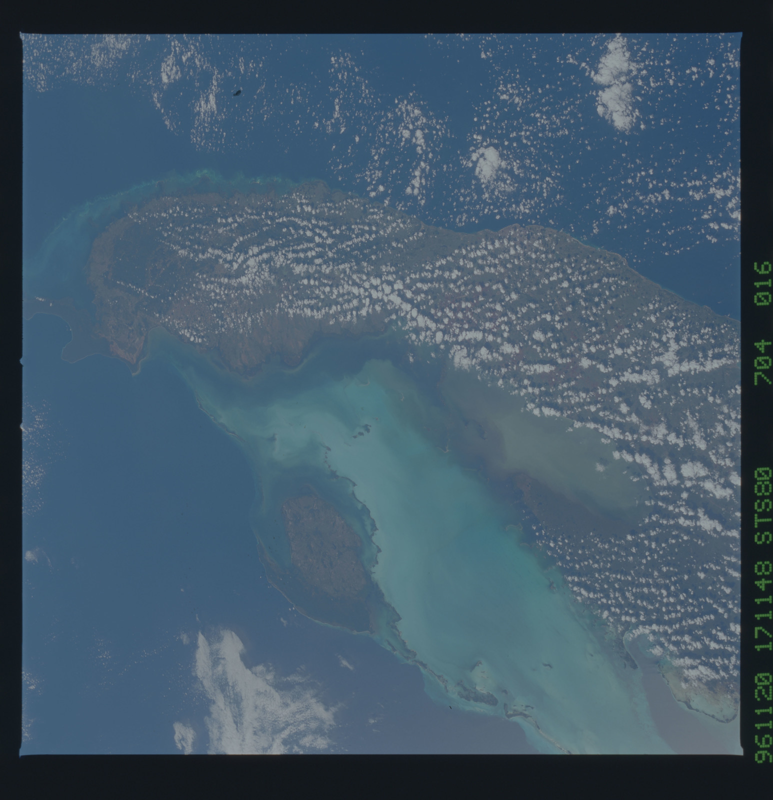 STS080-704-016 - STS-080 - Earth observations taken from Space Shuttle Columbia during STS-80 mission