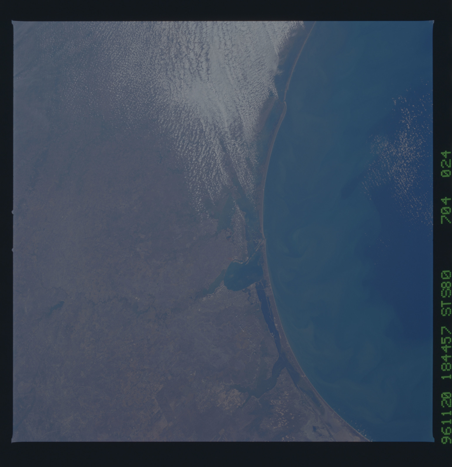 STS080-704-024 - STS-080 - Earth observations taken from Space Shuttle Columbia during STS-80 mission