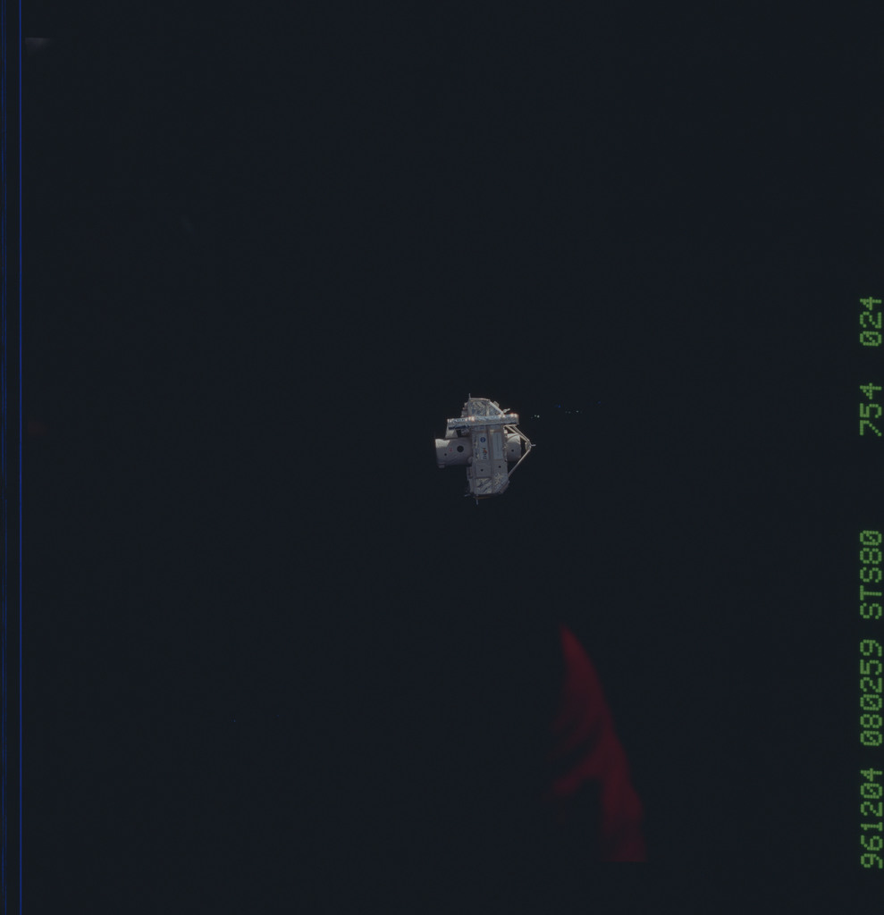 STS080-754-024 - STS-080 - ORFEUS-SPAS, floating against blackness of space
