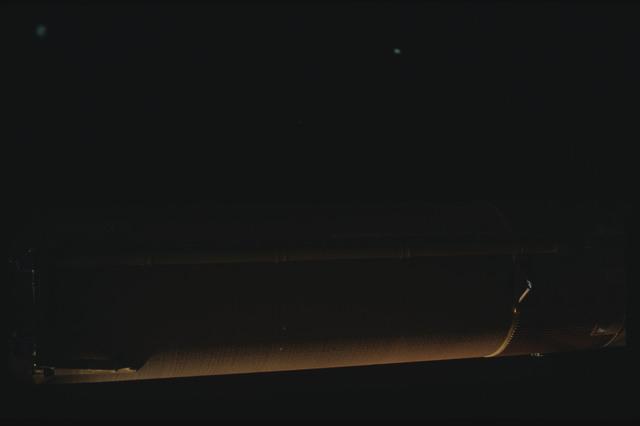 STS080-ET390-061 - STS-080