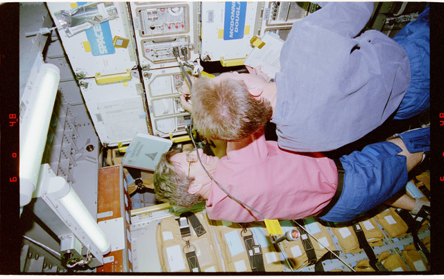 STS081-312-020 - STS-081 - BTS - Blaha and Jett transfer hardware to Spacehab