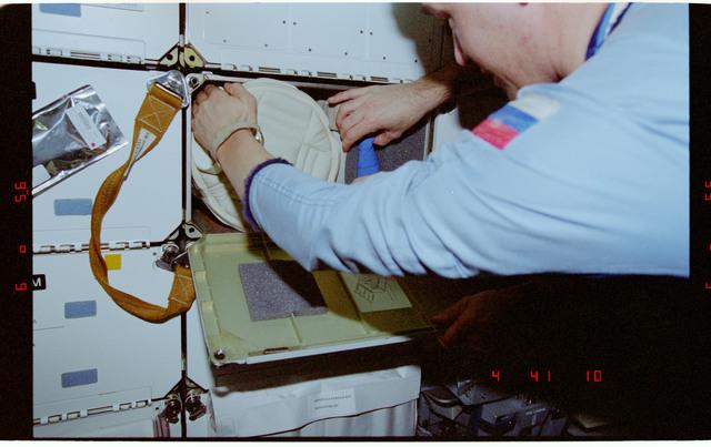 STS081-358-014 - STS-081 - Protein Crystal Growth GN2 Dewar freezer